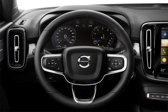 VOLVO SUV XC40 ステアリング