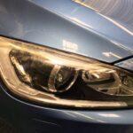 ボルボ V60 ヘッドライトの磨き作業です。